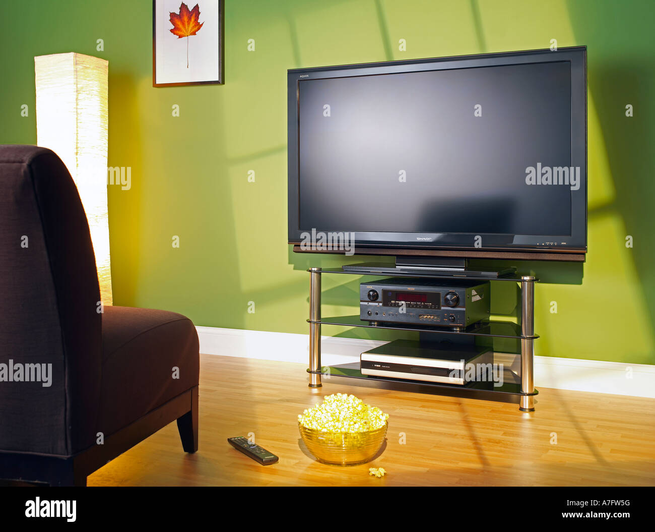 Plasma-TV im Wohnzimmer Fernsehen horizontale Stockbild