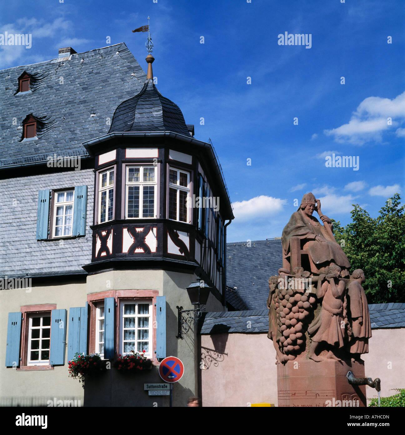 Marktplatz von Kiedrich Im Rheingau Mit Dem Valentinsbrunnen Stockbild
