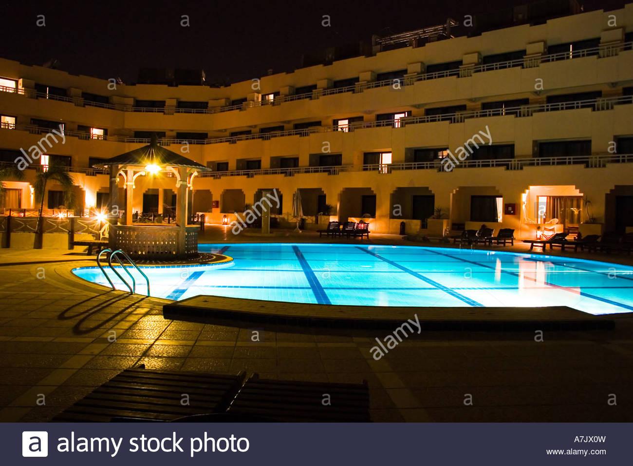 poolwasser in der nacht hotel omm hotel garten mit swimming pool in der nacht hurghada Ägypten