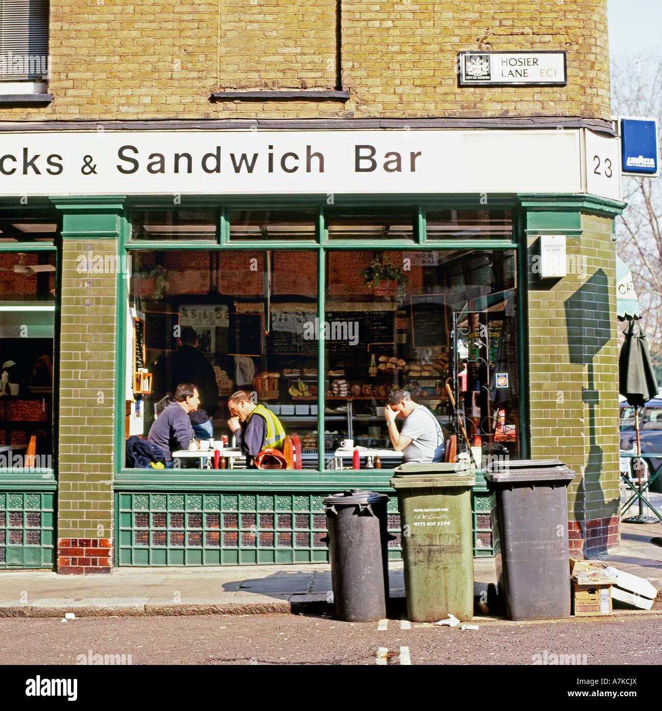 Eine kleine fettiger Löffel Sandwich-Bar an der Ecke der Hosier Lane ...