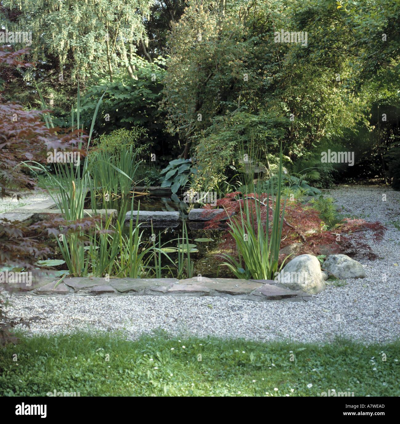 kies im garten, grüne sträucher und kies einfassung kleinen ruhigen pool mit im, Design ideen