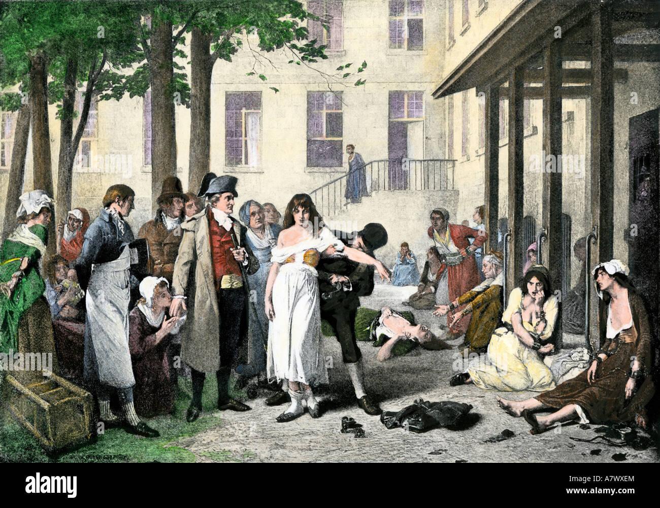 Philippe Pinel lösen psychische Patienten im La Salpetriere von ihren Anleihen 1796. Handcolorierte halftone Stockbild