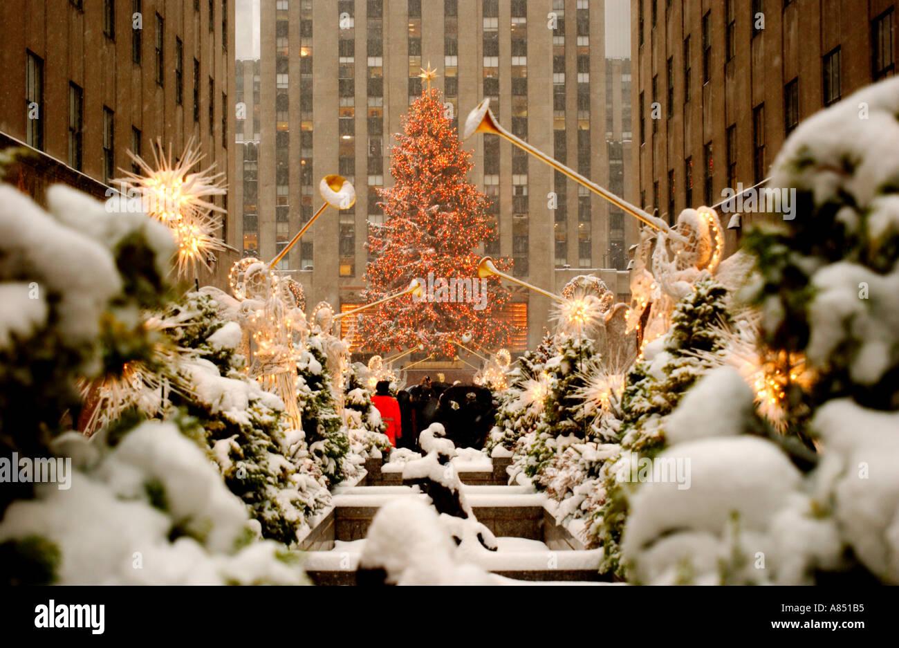 Rockefeller Center Im Schnee Zu Weihnachten Stockfoto Bild
