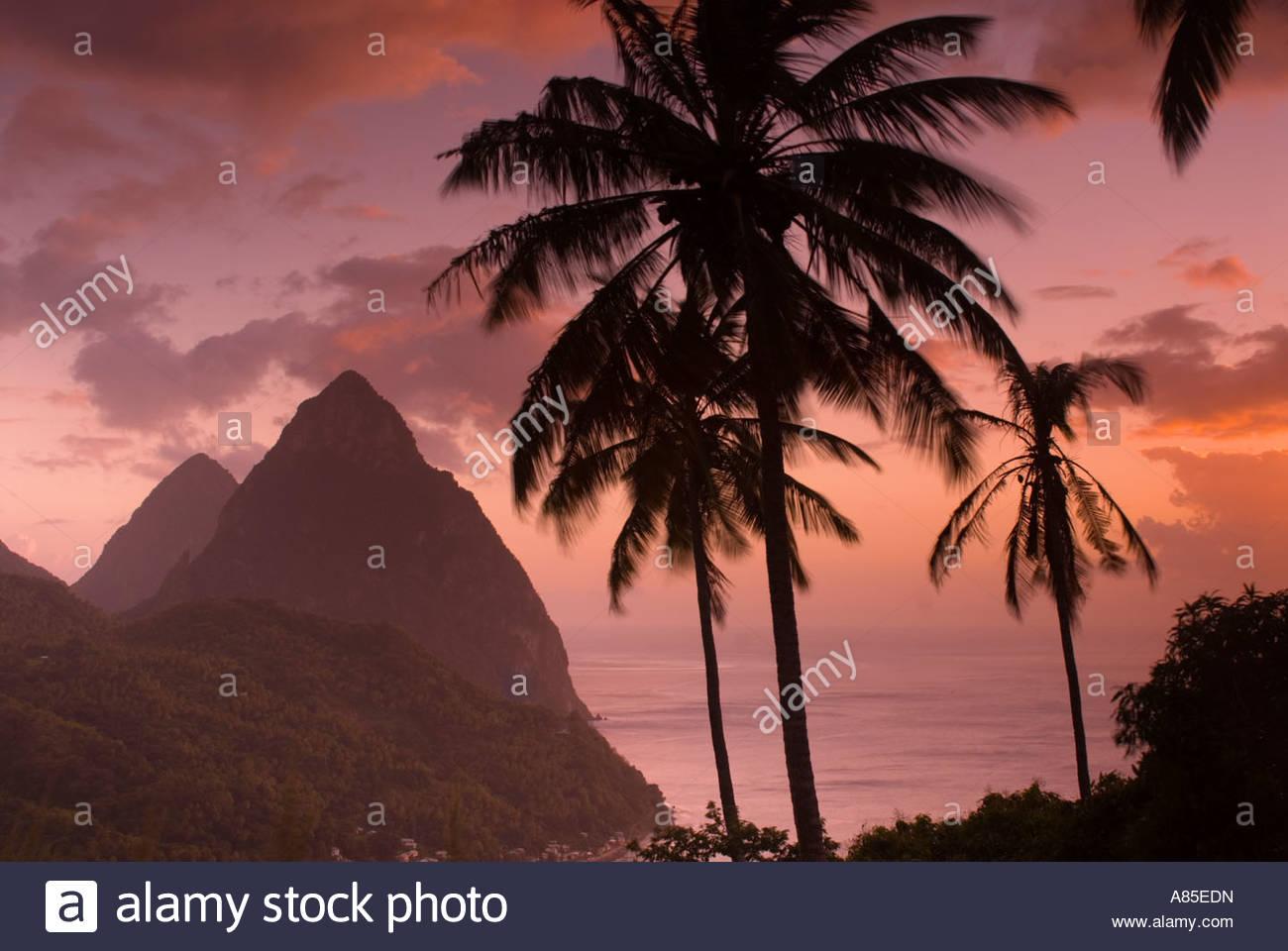 Die pitons bei Sonnenuntergang, St Lucia, Windward Islands, Karibik Stockbild