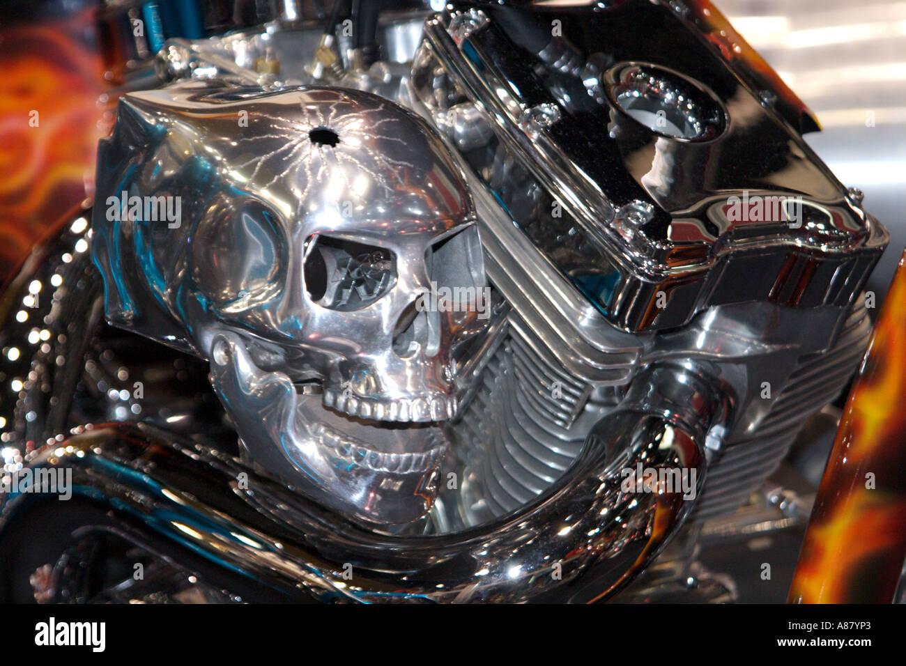 totenkopf auf harley davidson motorrad bapdb6587 stockfoto. Black Bedroom Furniture Sets. Home Design Ideas