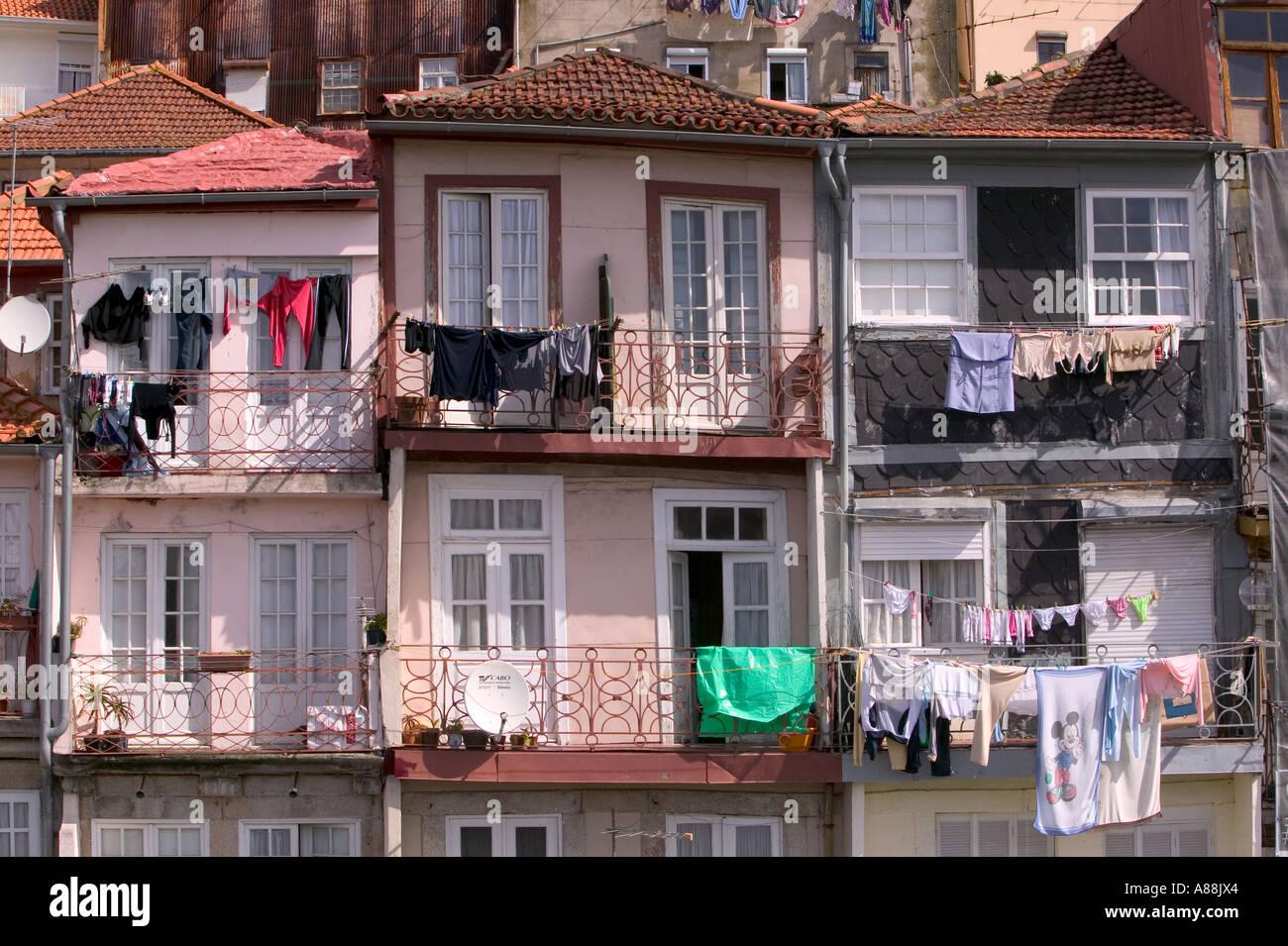 Wäsche hing außen Häuser in Porto, Portugal Stockfoto, Bild: 6870563 ...