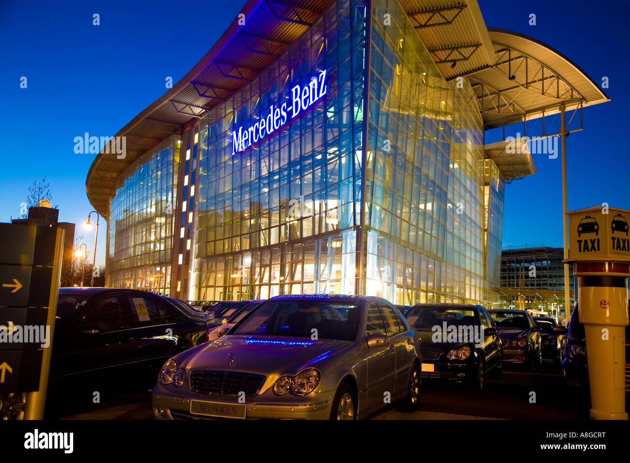 mercedes dealership berlin stockfotos & mercedes dealership berlin