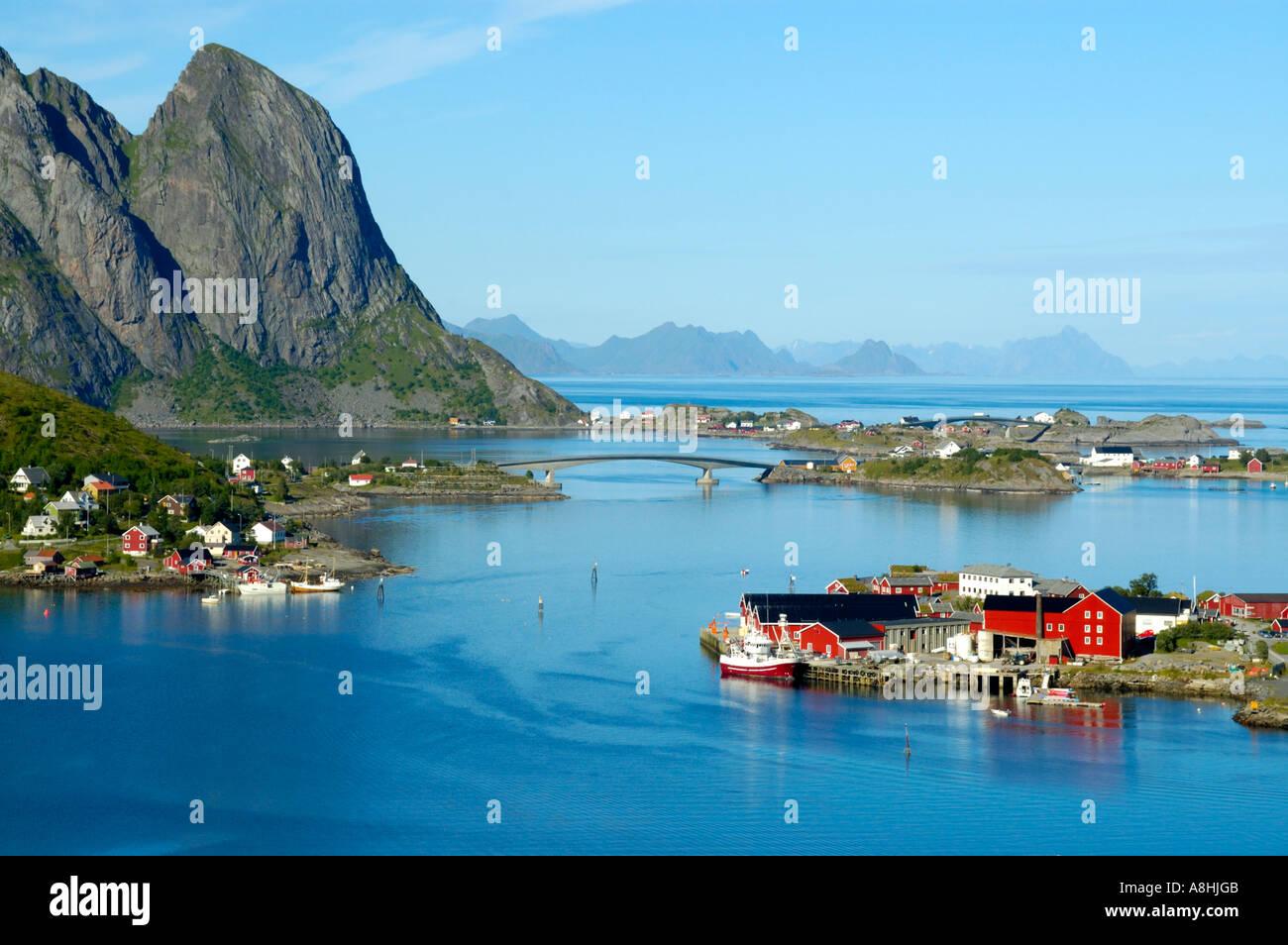 blick von oben auf reine und reinefjord moskenesoya lofoten norwegen stockfoto bild 6918794. Black Bedroom Furniture Sets. Home Design Ideas