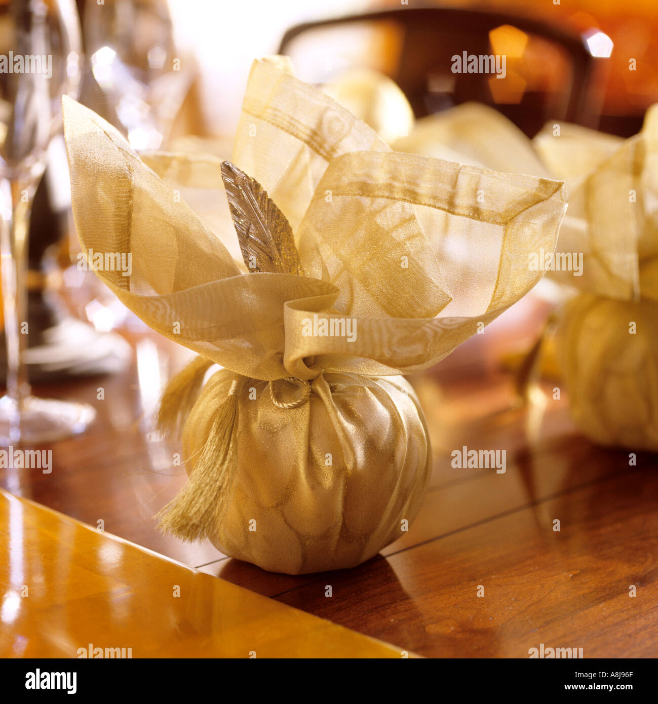 Verpackte Tischdekorationen für Weihnachten-Tisch-display Stockbild