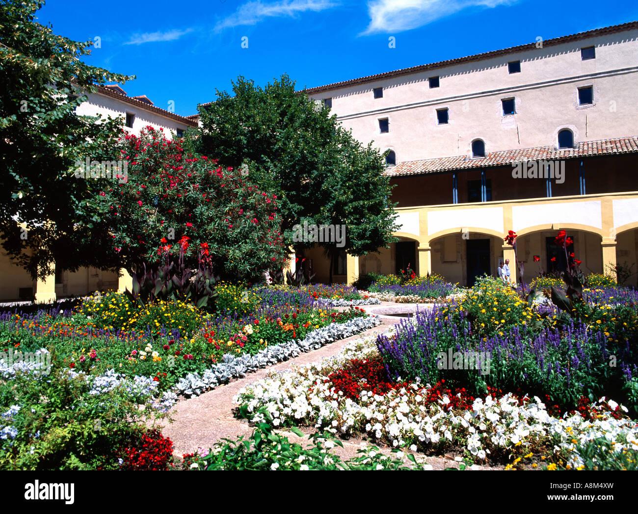 Arles, Frankreich Van Goghs Garten Le Jardin De La Maison De Sante ...