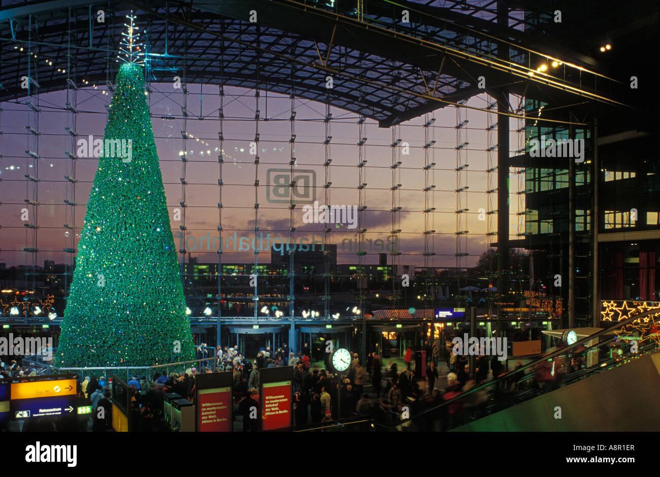 Swarovski weihnachtsbaum berlin hauptbahnhof