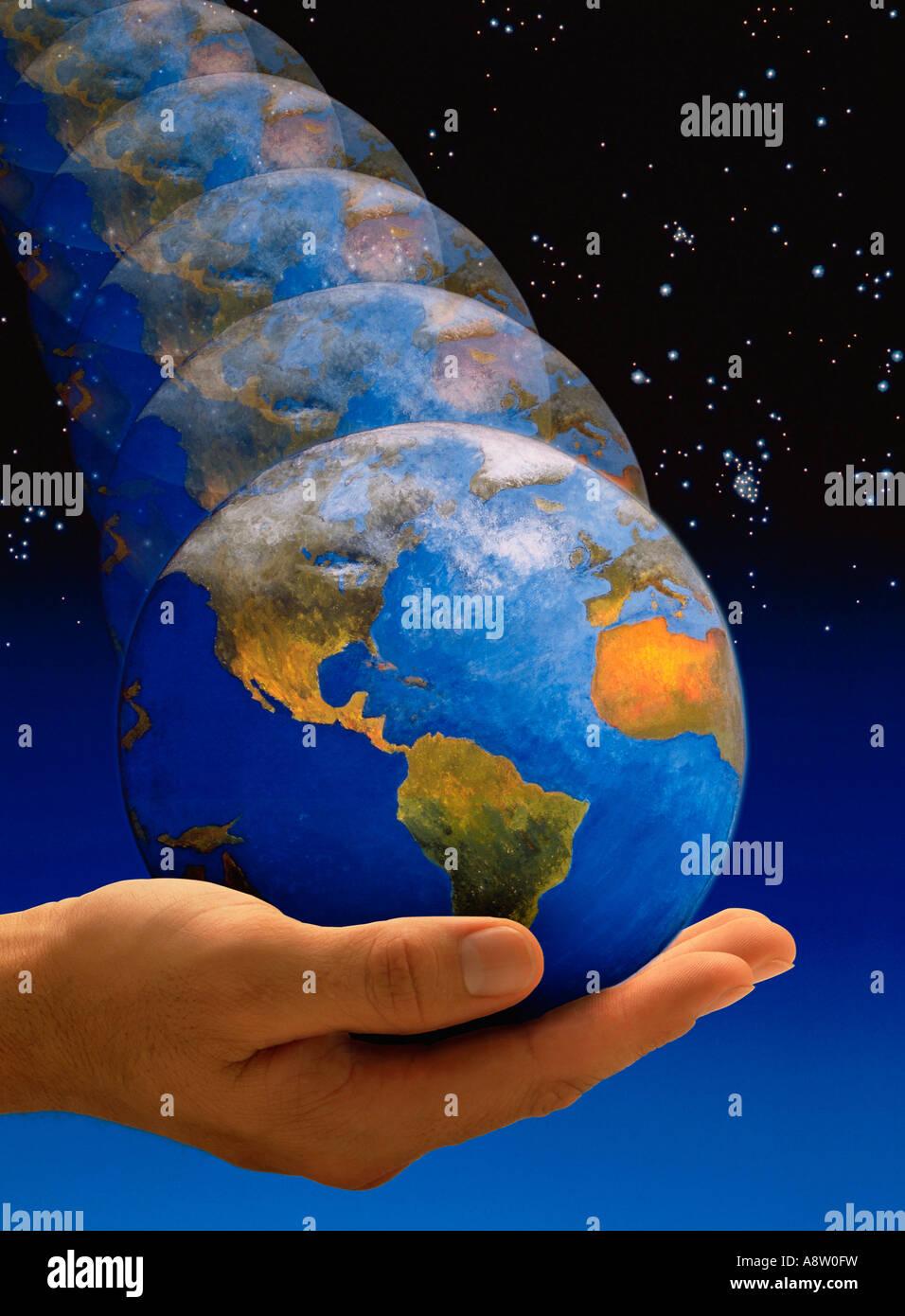 Konzept-Montage des Planeten Erde Globus Prellen in der Palme der Hand des Mannes. Stockbild