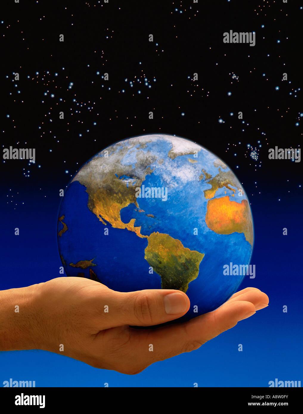 Konzept-Montage des Planeten Erdkugel in der Palme der Hand des Mannes statt. Stockbild
