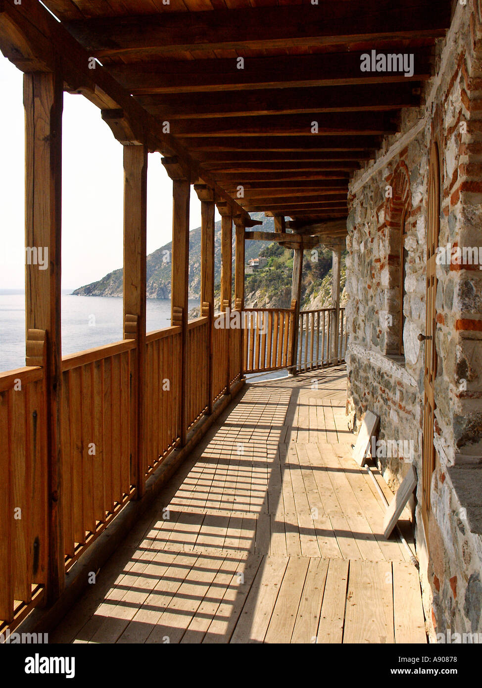 balkon mit blick auf st grigoriou agios grigorios kloster athos griechenland stockfoto bild. Black Bedroom Furniture Sets. Home Design Ideas