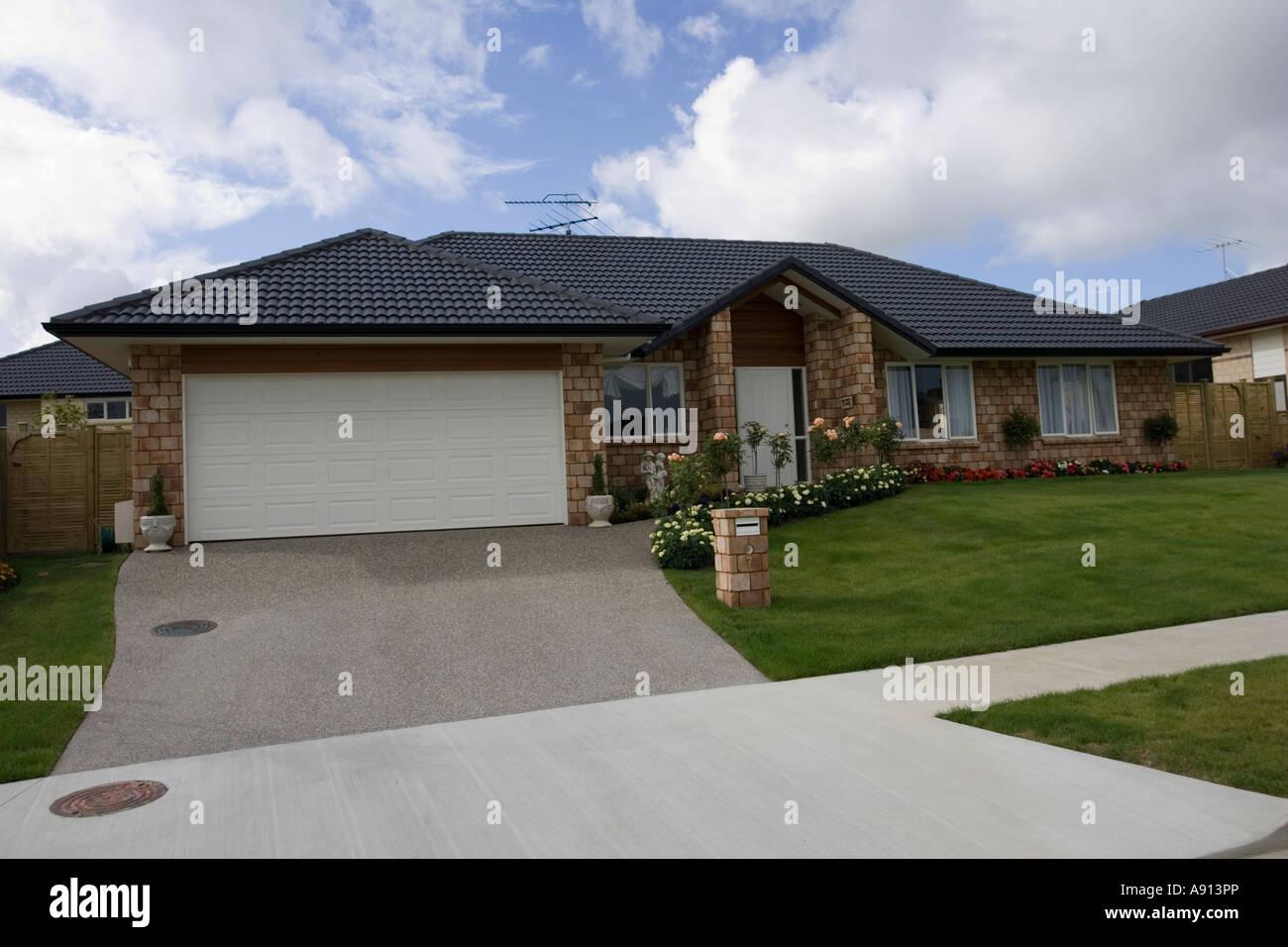 modern gebaut vor kurzem s bungalow auckland nordinsel neuseeland stockfoto bild 12215997 alamy. Black Bedroom Furniture Sets. Home Design Ideas