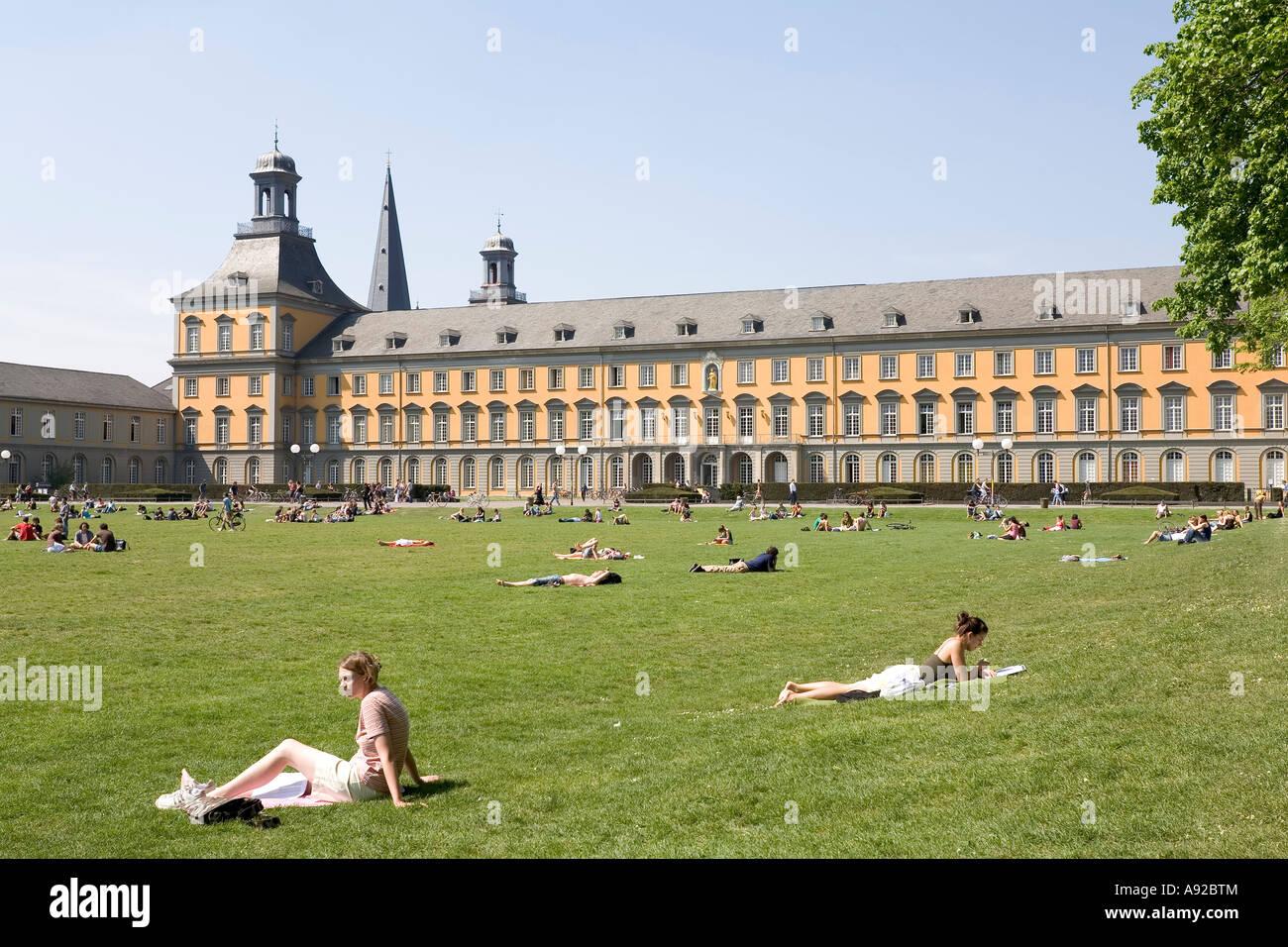 Schloss Der Kurfürsten Universität Bonn Blick Von Der Gärten Nrw