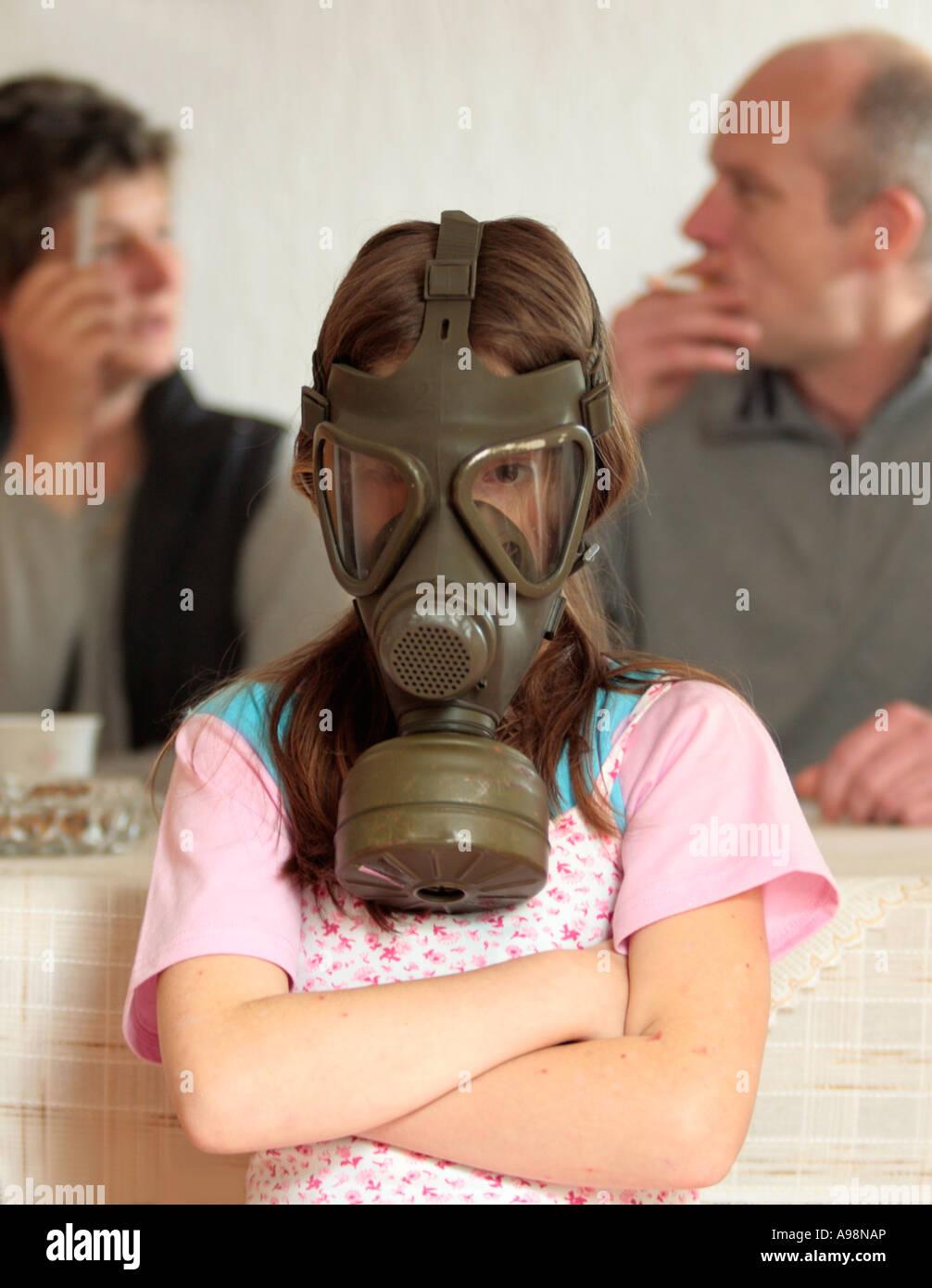 Mädchen Mit Gasmaske