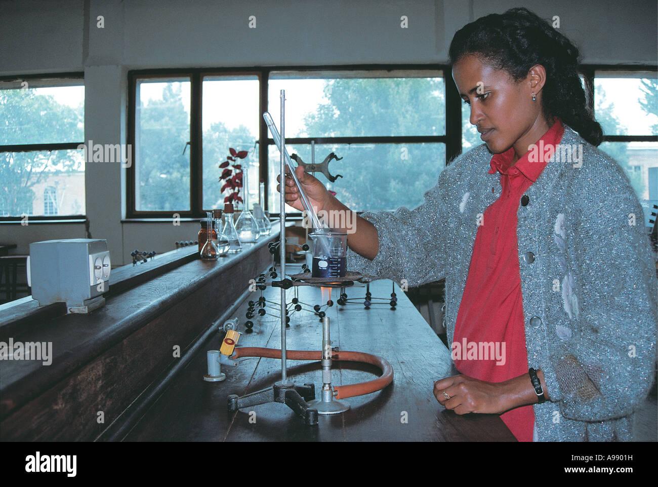 Student Studium Chemie an der Universität von Addis Abeba, Äthiopien Stockbild