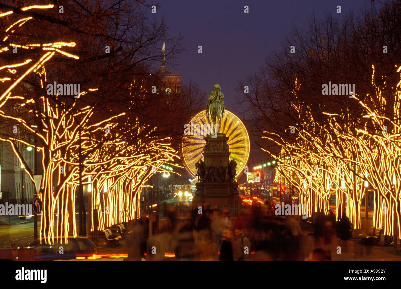 Berlin. Weihnachten. Unter Den Linden. Statue Friedrich II ...