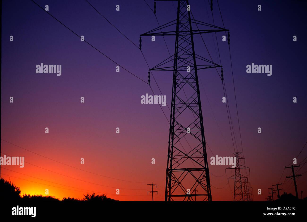 Industrie-Stromleitungen Draht Hintergrund Raum Drähte ...