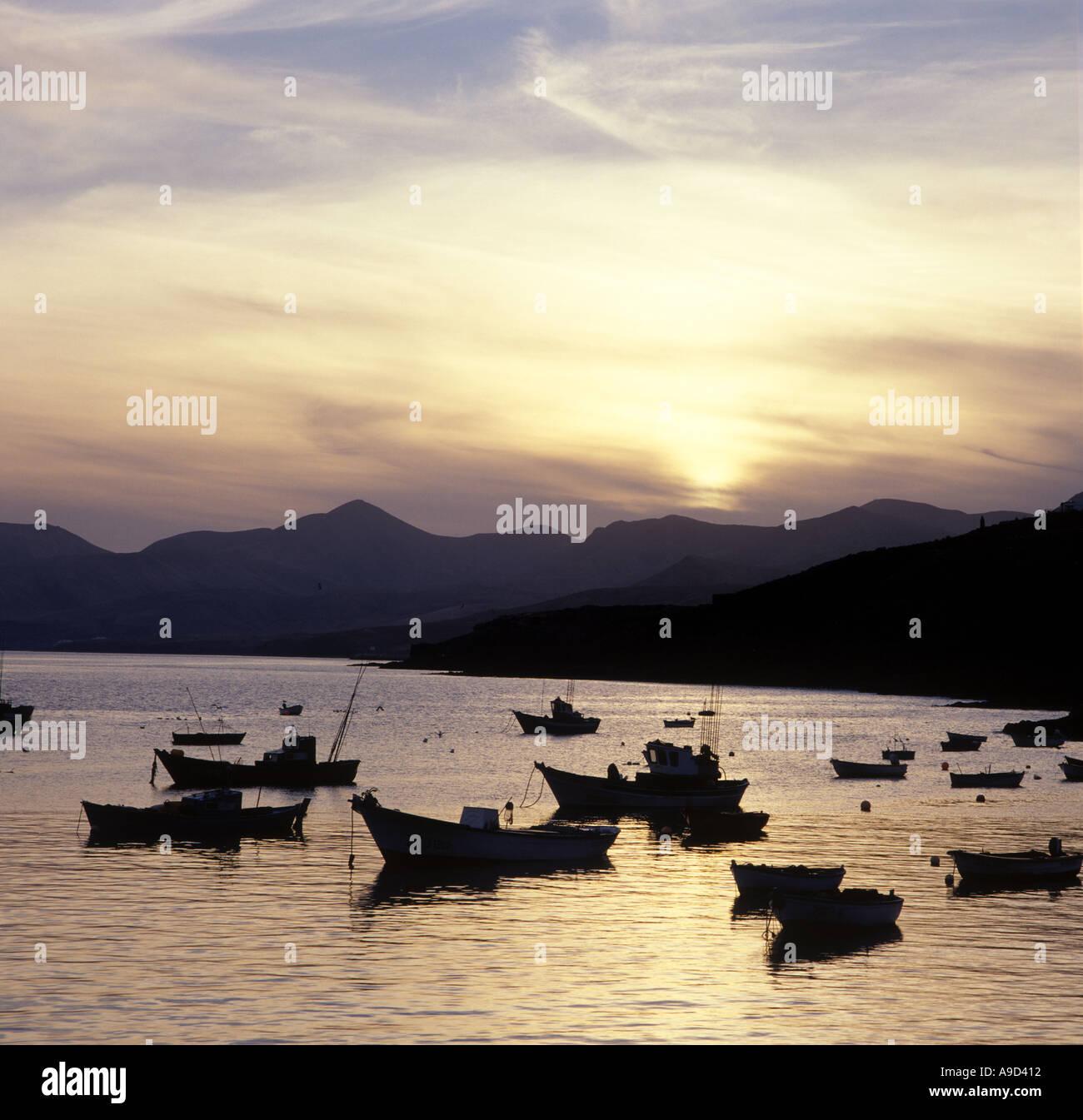 Hafen bei Sonnenuntergang, Puerto del Carmen, Lanzarote, Kanarische Inseln, Spanien Stockbild