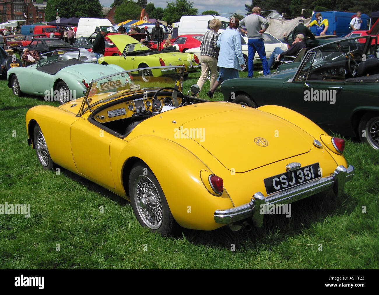 MGA Roadster an der Classic Car Show Capesthorne Hall in Cheshire England vereint Hostessen UK Stockfoto