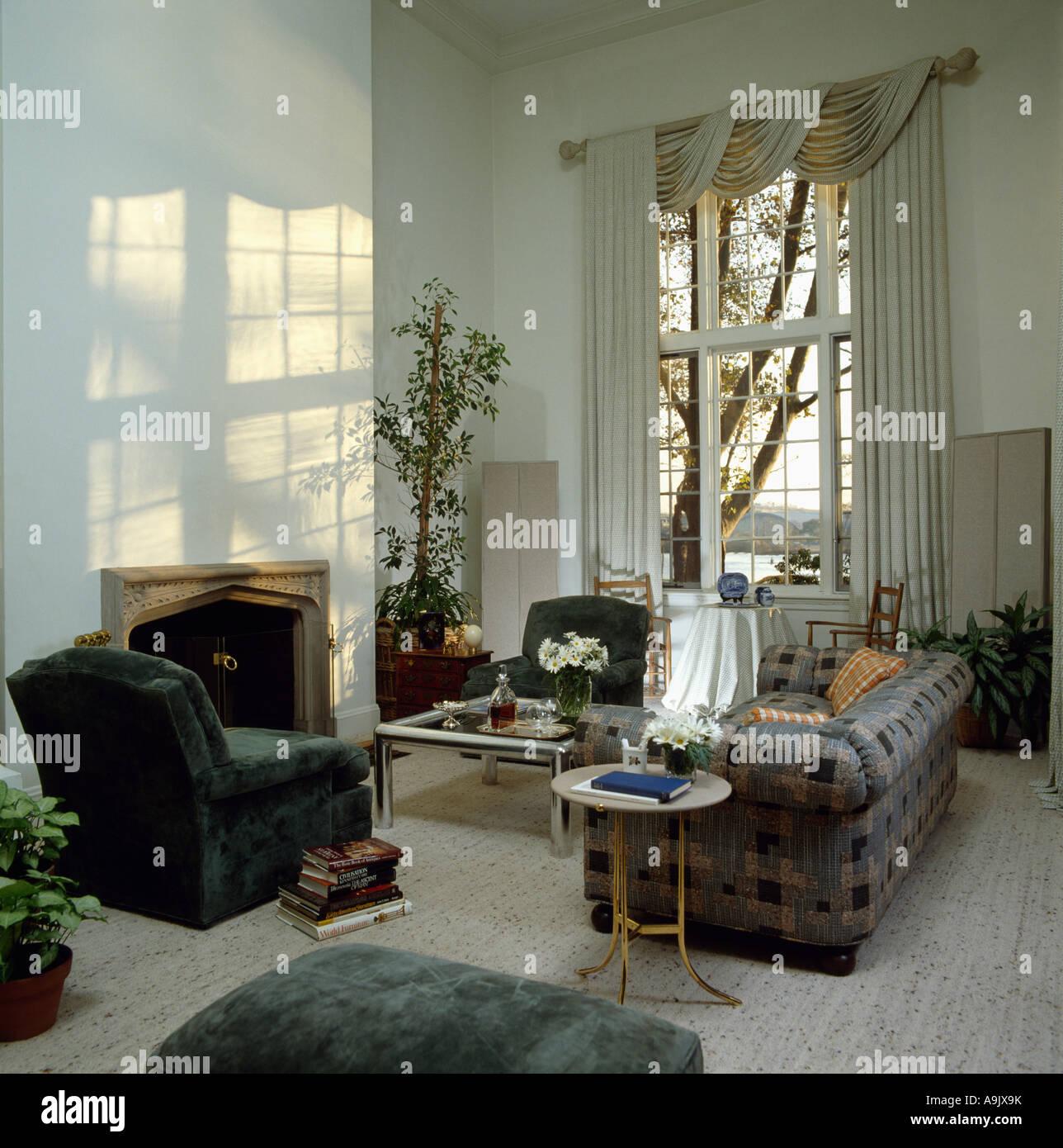 Chesterfield Sofa Und Grun Velours Sessel In Achtziger Jahre