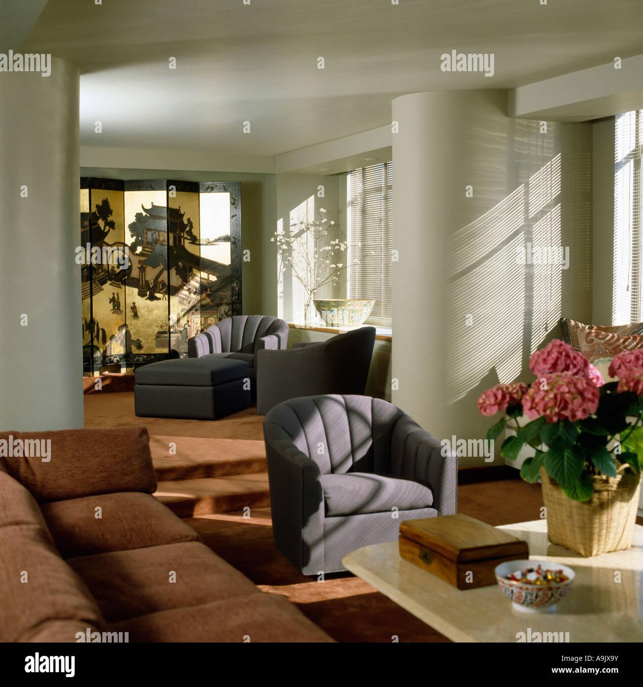 Astounding Wohnzimmer Grau Rosa Referenz Von Graue Sessel Im Mit Hortensien Auf Dem