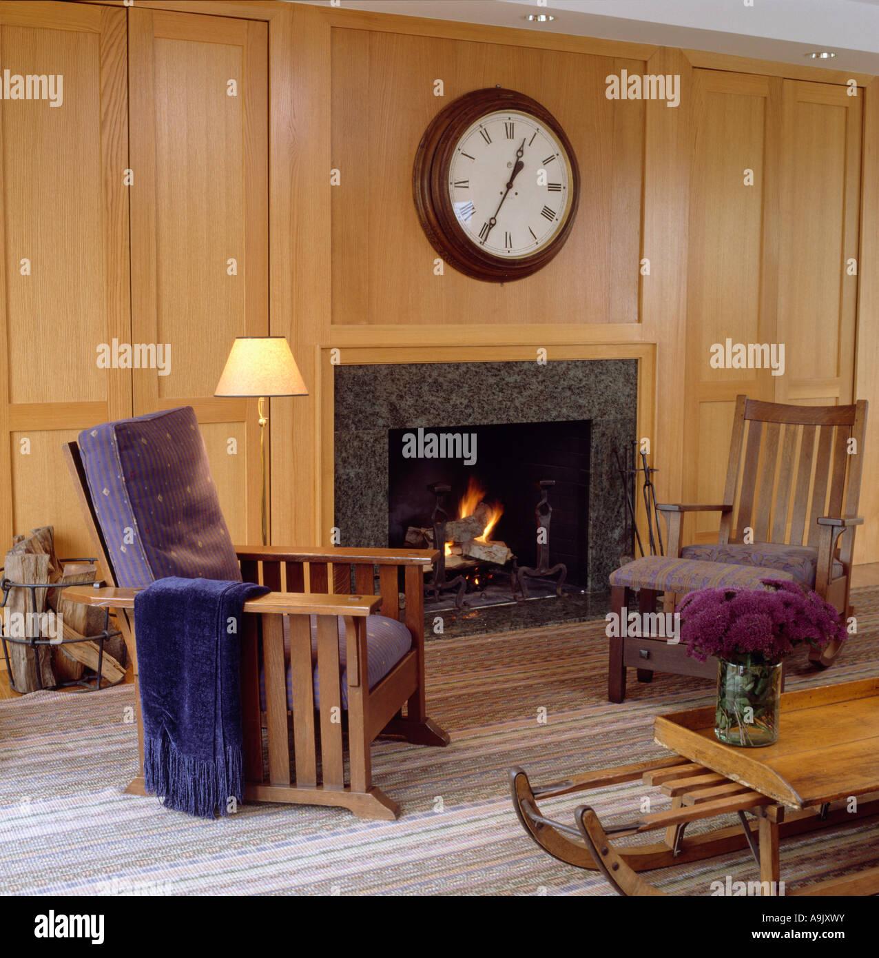 Country interiors livingrooms modern stockfotos country - Wandvertafelung modern ...