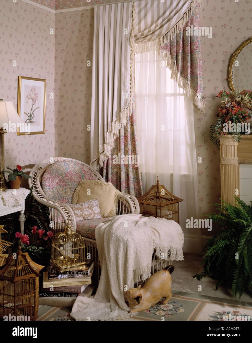 Bett Zimmer Schlafzimmer Set Innenraum Sitzen Bereich Korbmöbel Stuhl  Drapiert Kamin Kaminsimses Spiegel Wallpaper