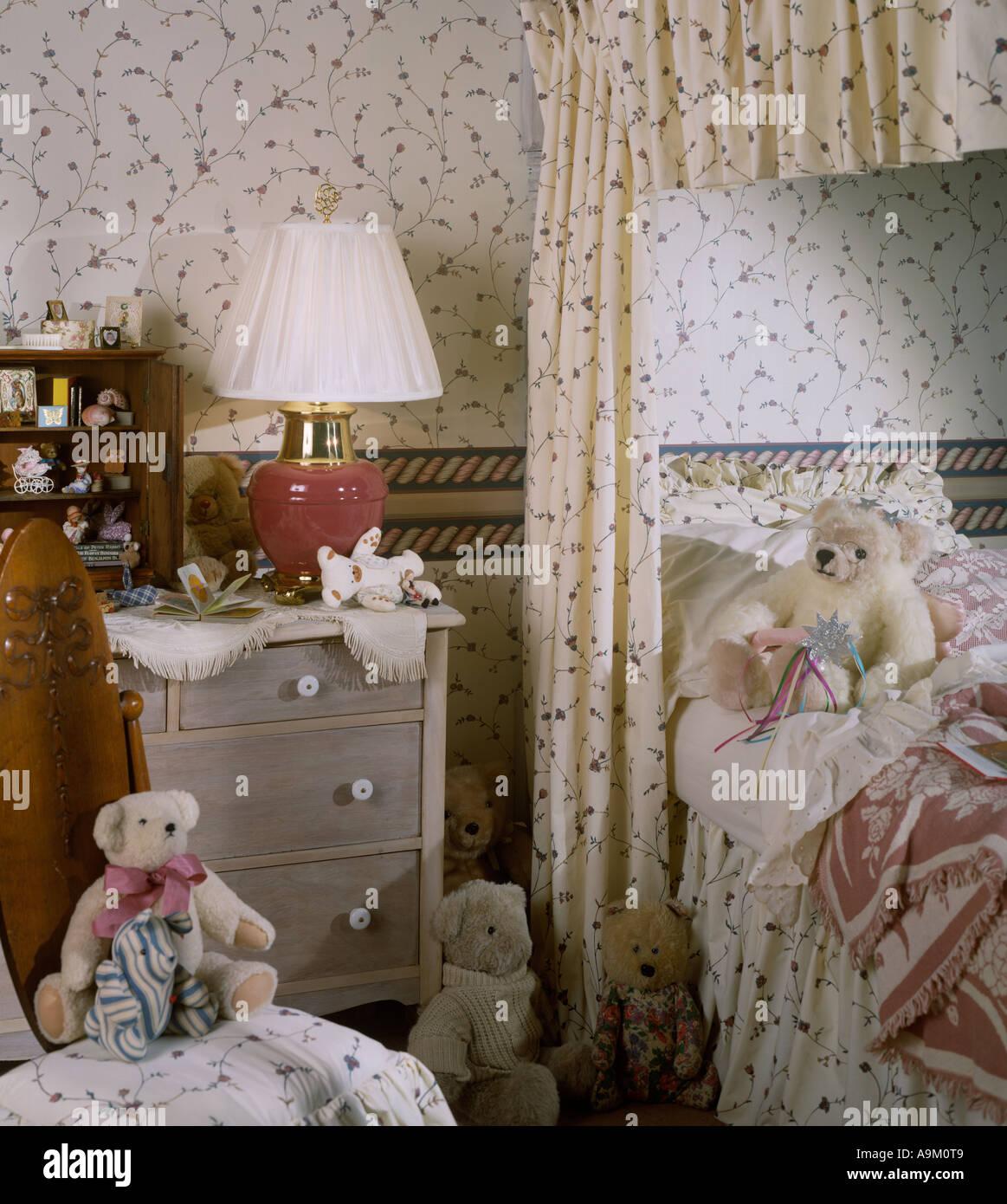 Bett Zimmer Schlafzimmer Set Innenraum Baldachin Bett Teddybären Weiche  Plüschtiere Lampe Tapete Kommode