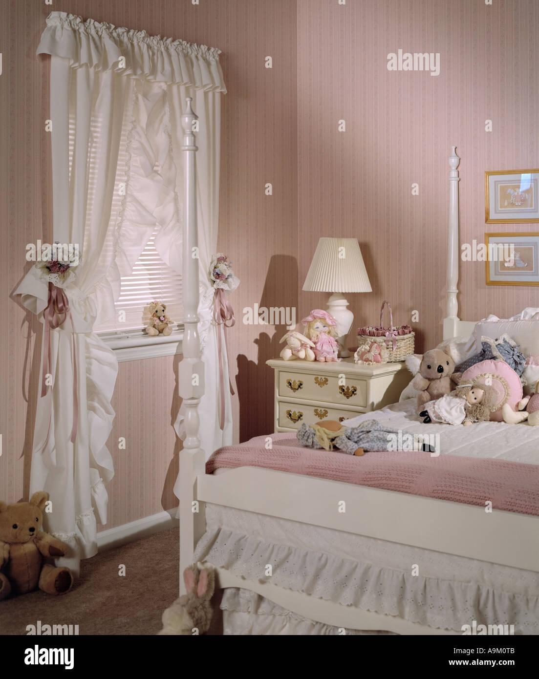 Bett Zimmer Schlafzimmer Set Innen Tapete Vorhänge Teddybären Plüsch  Stofftier Vier Poster Bett Kinder Kinder Mädchen