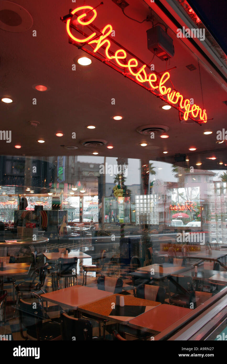Neonlichter in Diner Restaurant Fenster bei Universal Studios Florida Orlando Kissimmee Stockbild