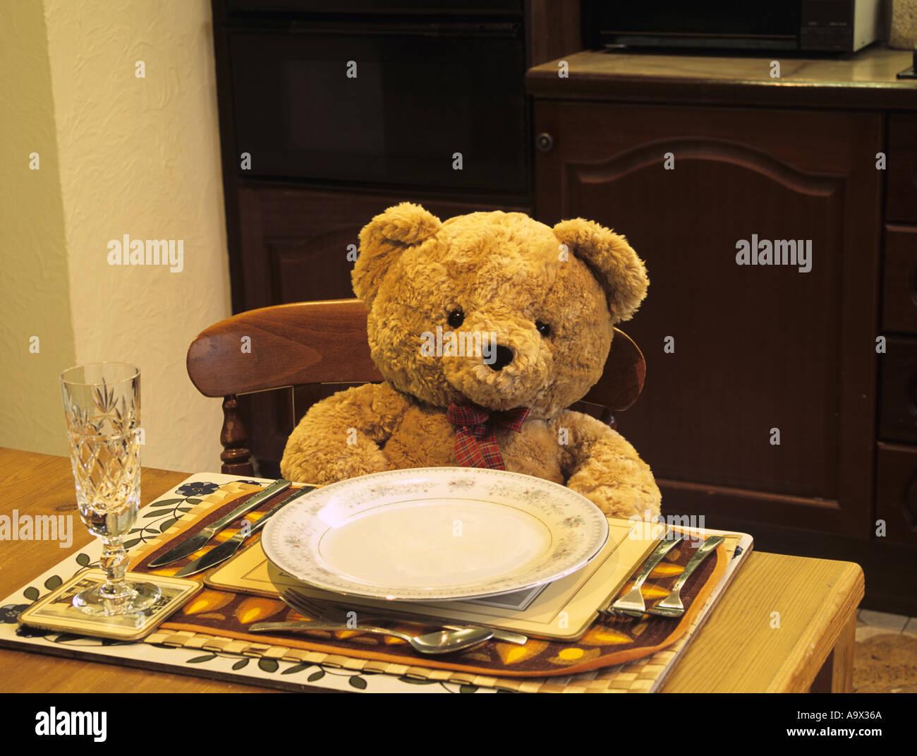 STUDIO Stillleben abstraktes Konzept Teddybär sitzend an einem ...