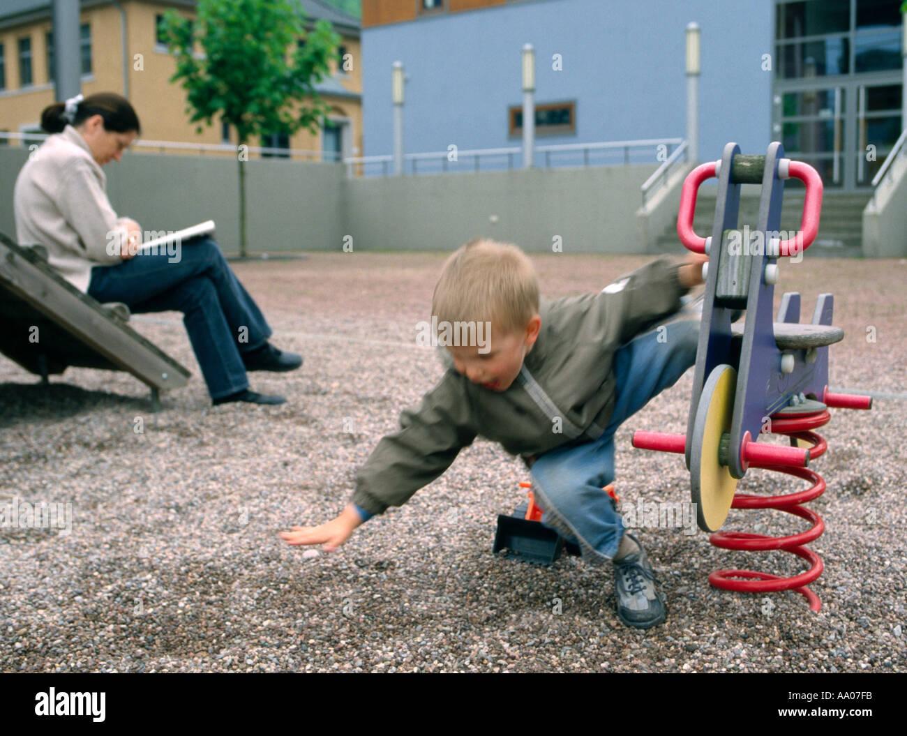 Klettergerüst Unfall : Unfall auf dem spielplatz stockfoto bild alamy