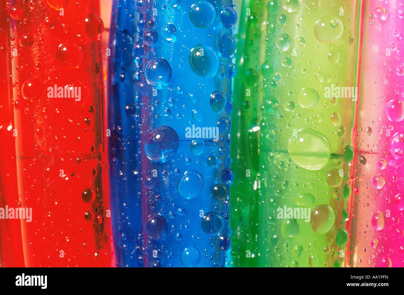 Wassertropfen auf Kunststoff Stockbild