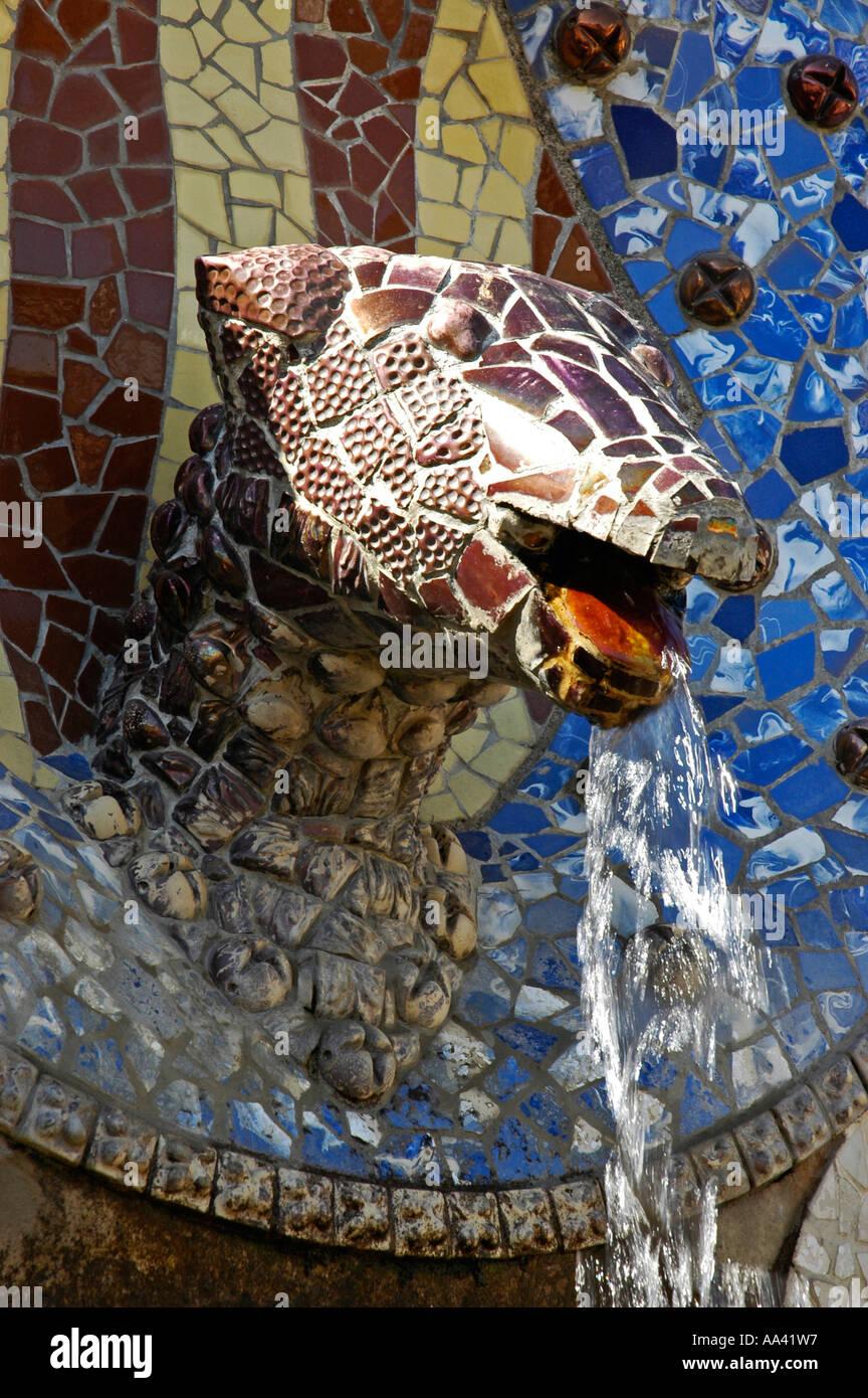 Brunnen mit schlangenkopf in den park gueell architekt antoni gaudi barcelona katalonien - Architekt barcelona ...