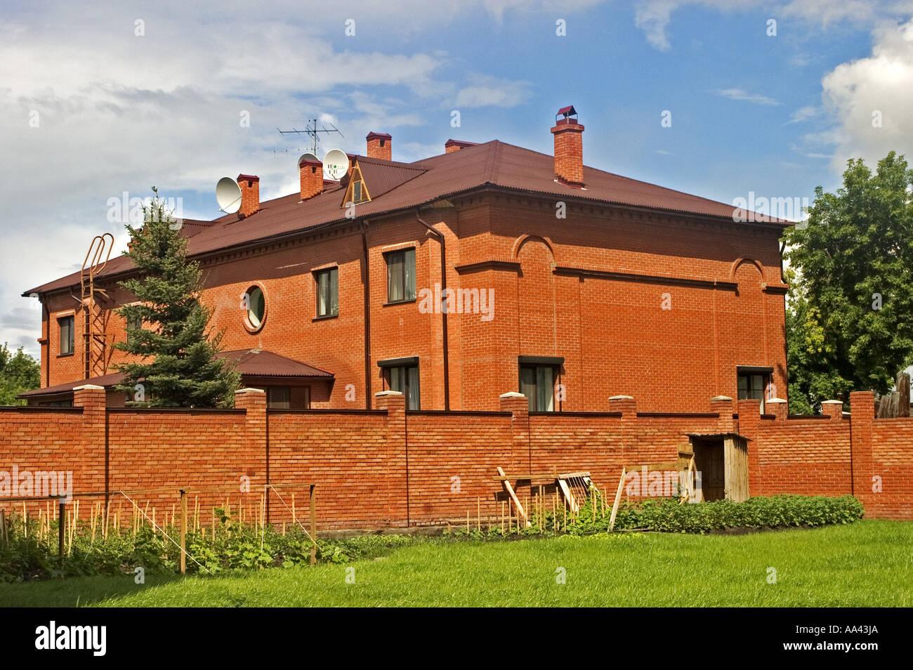 Modernen privaten Haus am Fluss Irtysch, Omsk an den Flüssen Irtysch ...