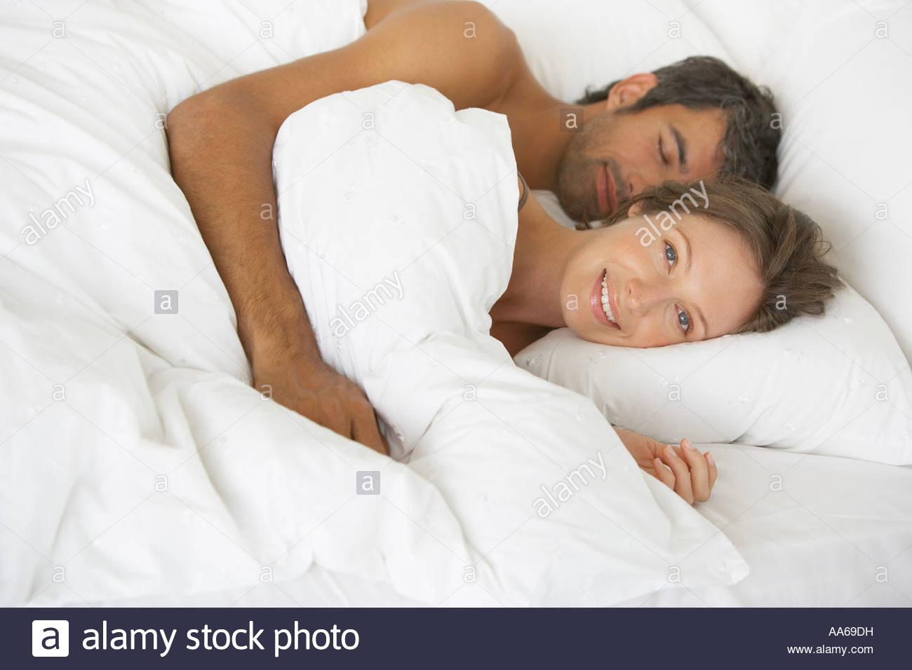 Frau Und Mann Im Bett Liegend Stockfoto Bild 12528364 Alamy
