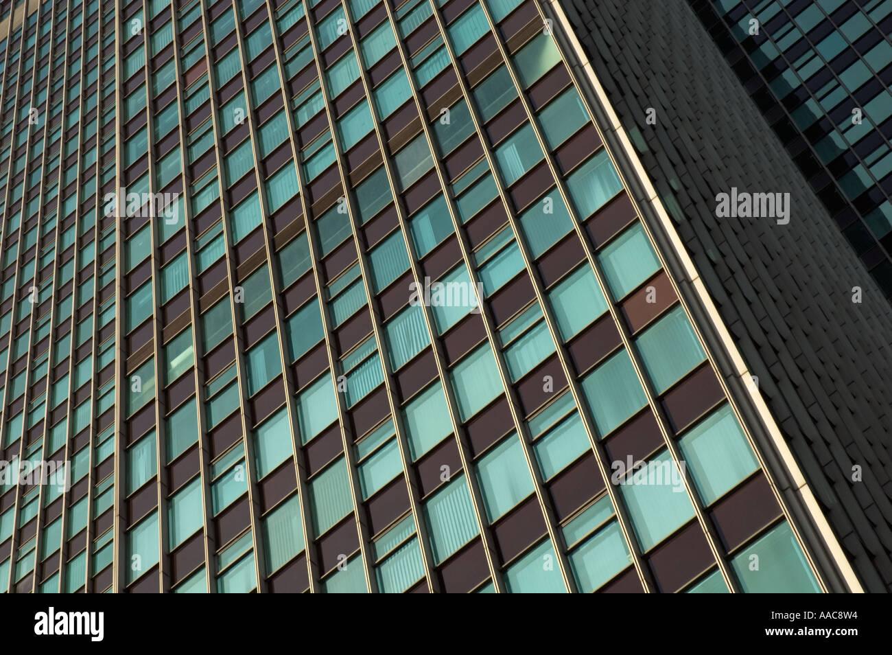 Rahmen füllen, Nahaufnahme der braune und grüne moderne Büro Turm ...
