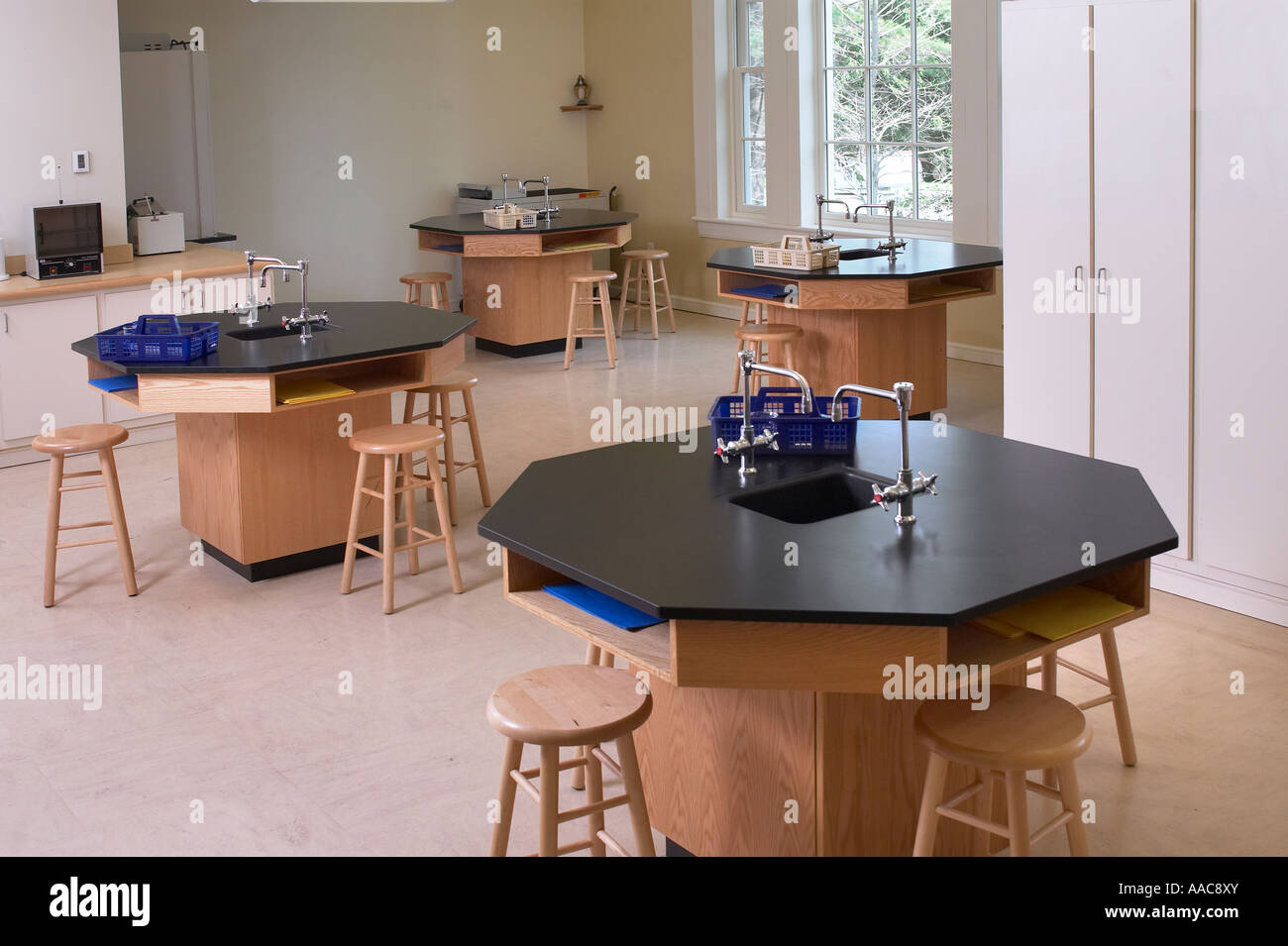 High School Wissenschaft Chemie Labor leer Labor Klassenzimmer mit Arbeitsplätzen, Philadelphia, PA USA Stockbild