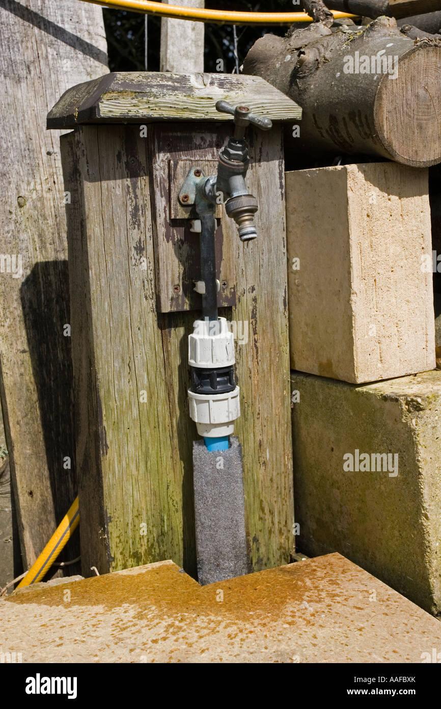 Wasserhahn Tropft Von Aussen Garten Messing Uk Stockfoto Bild