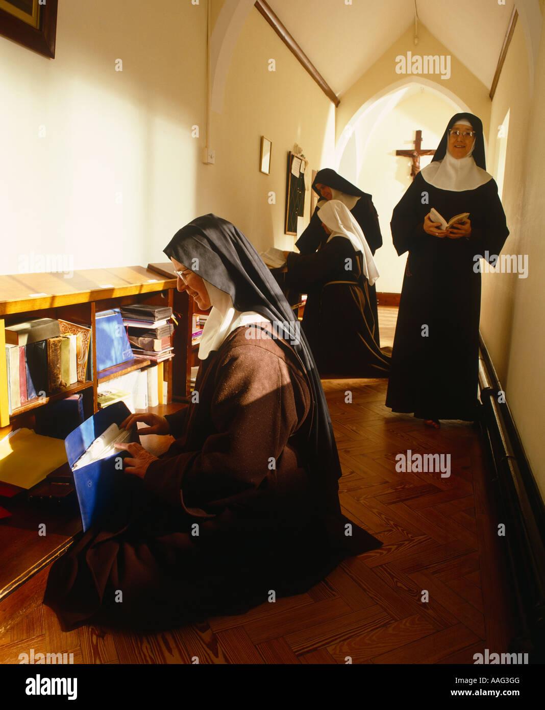 Versaute Fickerei im Kloster