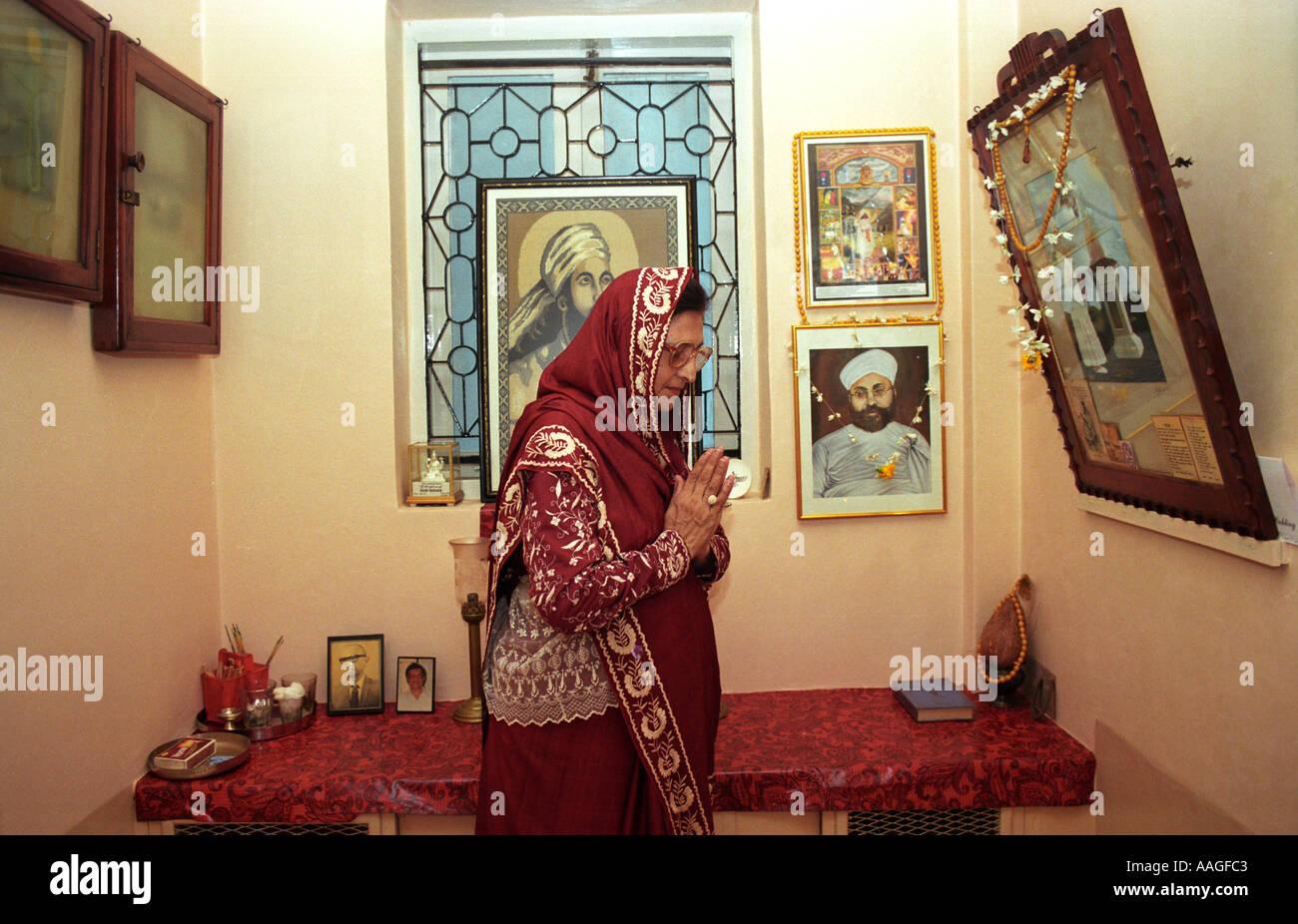 Char Disha Namaskar Gruß an alle der vier Himmelsrichtungen ein ...