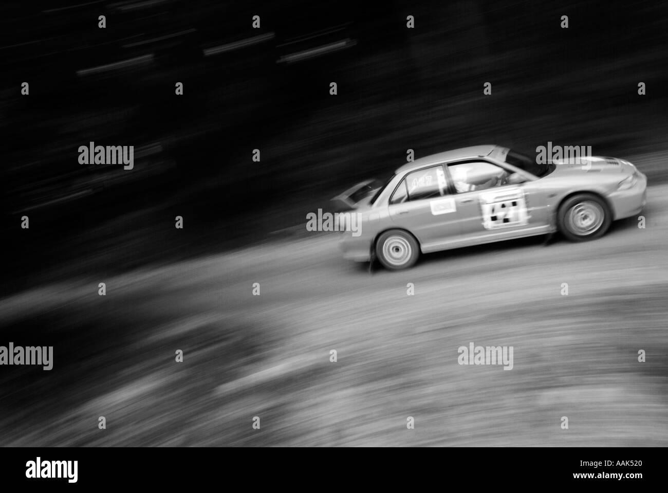 Rallye-Auto-Rallye-Auto Rallye of Straße Geschwindigkeit schnell Schlamm Fahrer Sponsor Sponsoring männliche Interesse Dalby Forest ich Stockbild