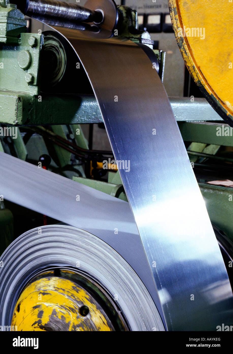 Eisenhütte Stahl- und Eisenindustrie Produktion Fabrik Streifen Walzwerk Stockbild