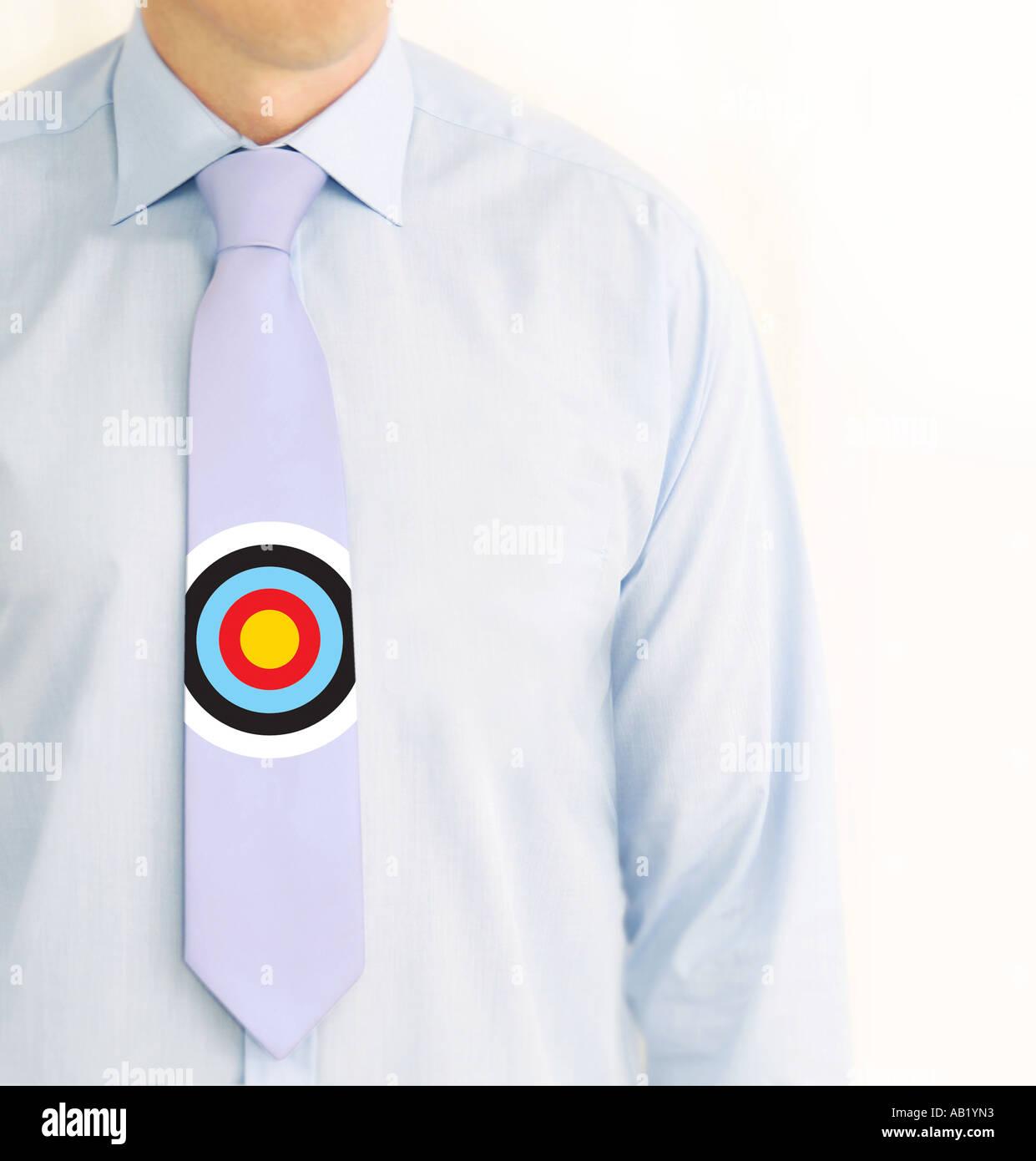 Business-Mann mit einem Ziel auf seine Krawatte Stockbild