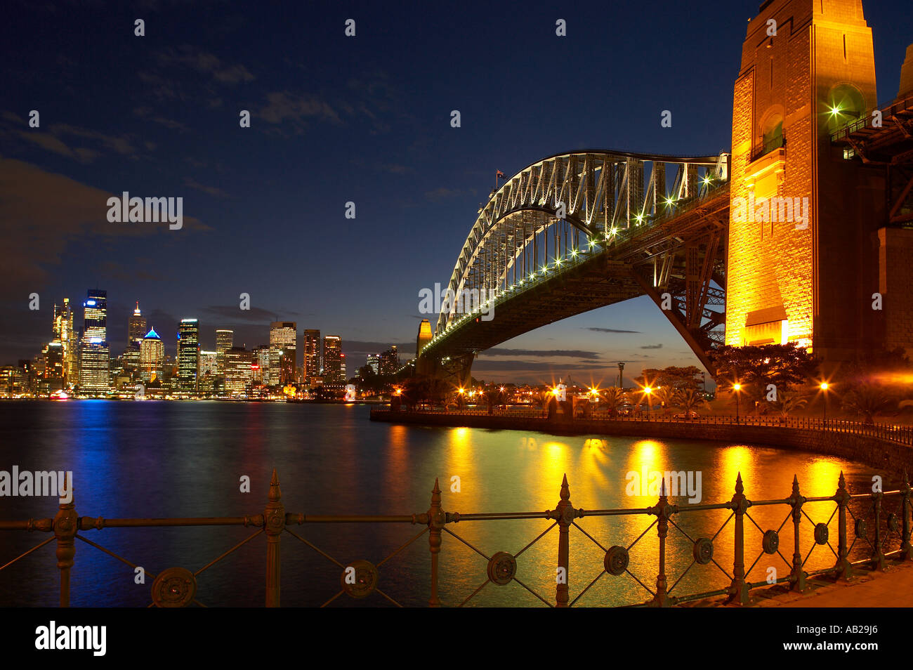 die Harbour Bridge Opera House Innenstadt in der Nacht vom Milsons Point Sydney New South Wales Australien Stockfoto