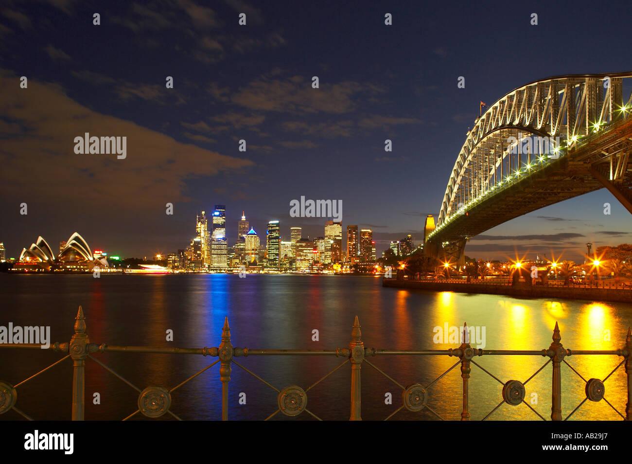 die Harbour Bridge Opera House Innenstadt in der Nacht vom Milsons Point Sydney New South Wales Australien Stockfoto