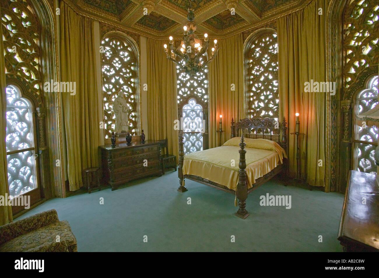 William Randolph Hearst S Schlafzimmer Im Hearst Castle Amerika S Burg San Simeon Zentralkuste Kalifornien Stockfotografie Alamy